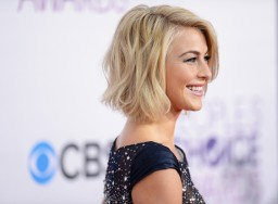 Julianne+Hough+39th+Annual+People+Choice+Awards+_aqRCbnT1YLl